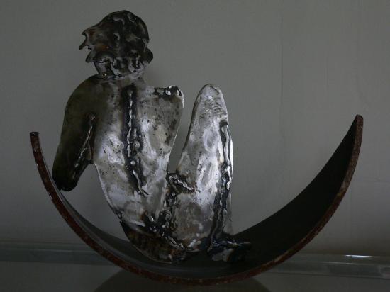 femme lune sculpture acier