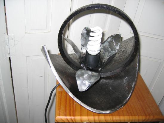 fleur lampe métal